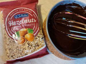 alune de padure si crema de cacao pentru cozonac