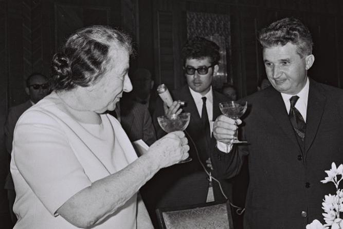 Nicolae Ceausescu és Golda Meir