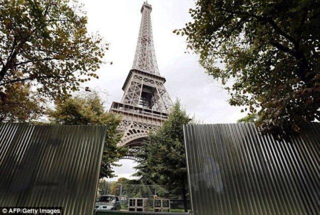 Эйфелеву башню для защиты от террористов оградят пуленепробиваемым стеклянным ограждением