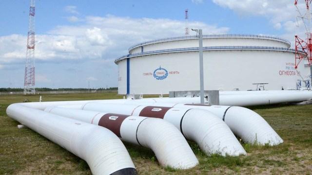 Беларусь обложила налогом транзит российской нефти