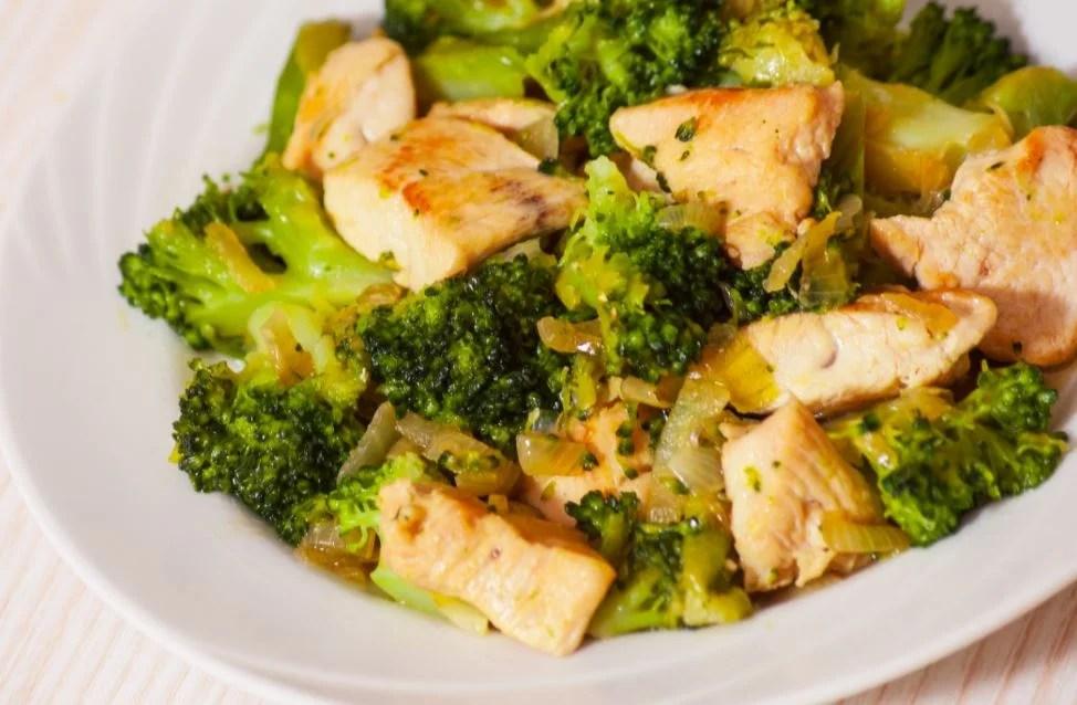 Brócoli con pollo.