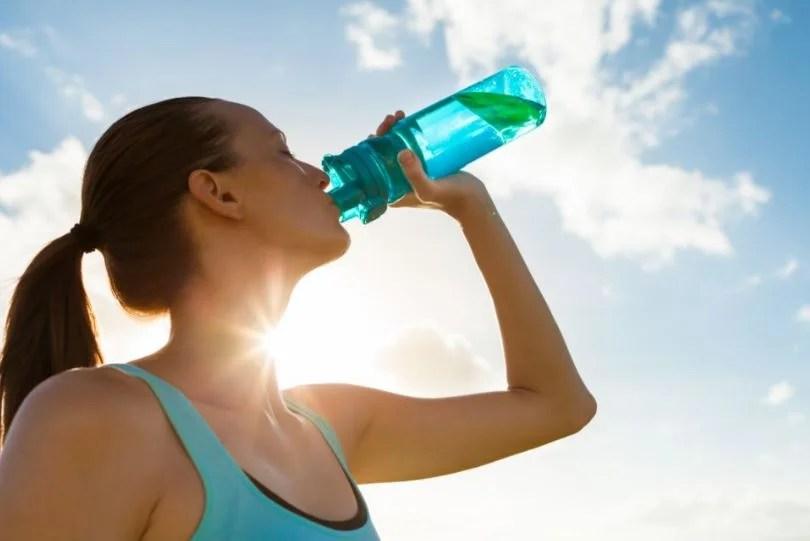 La importancia de hidratarse cuando se practica deporte.