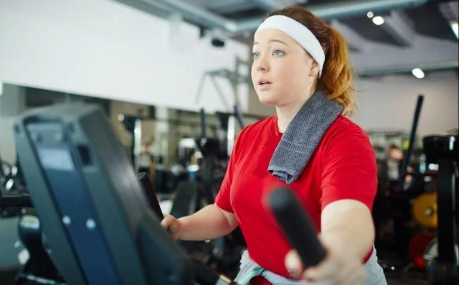 ¿Cardio o pesas para quemar calorías?
