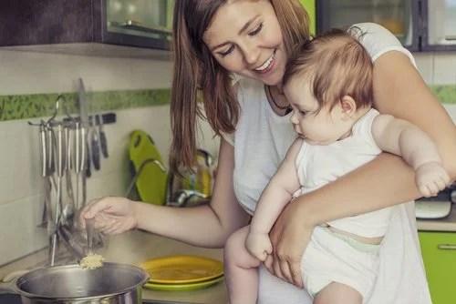 Es importante conocer la alimentación que debe seguir una mujer durante la lactancia.