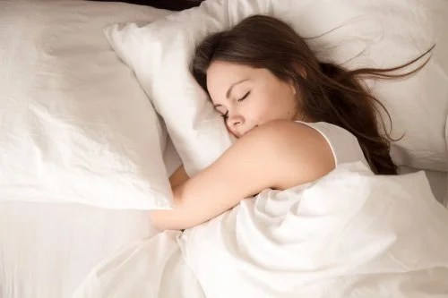 Las fases del sueño en los adolescentes deben respetarse para un adecuado desarrollo mental y emocional.