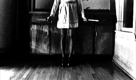 """איתן בוגנים - פרט ממיצב וידאו """"ההיפנוטיסטית"""", 2011"""