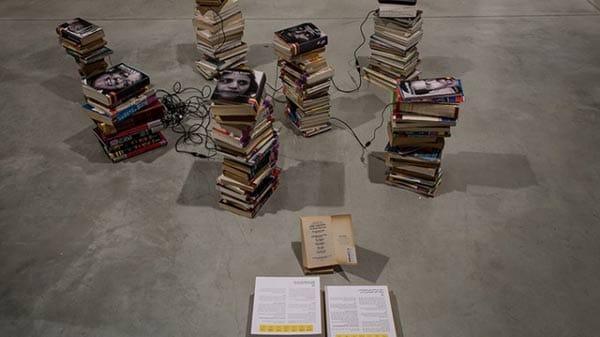 ספריית לוינסקי (מראה הצבה בתערוכה). צילום: דן חיימוביץ'