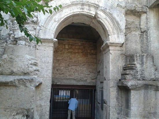 כניסה לכיכר הרומית