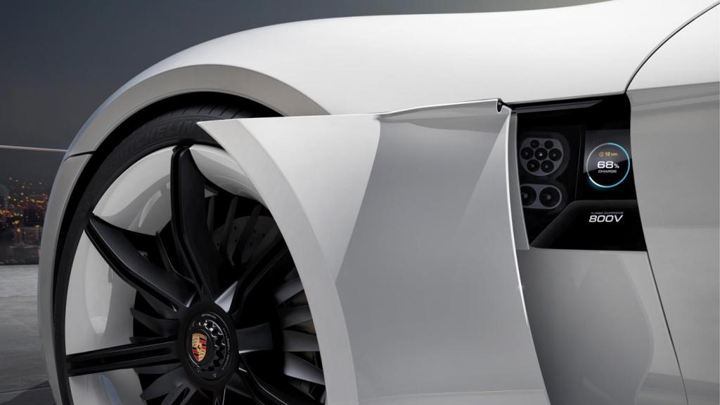 CCS Anschluss des Porsche Mission E (Quelle: Porsche)