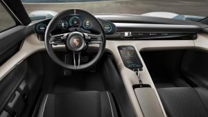 Cockpit des Porsche Mission E (Quelle: Porsche)