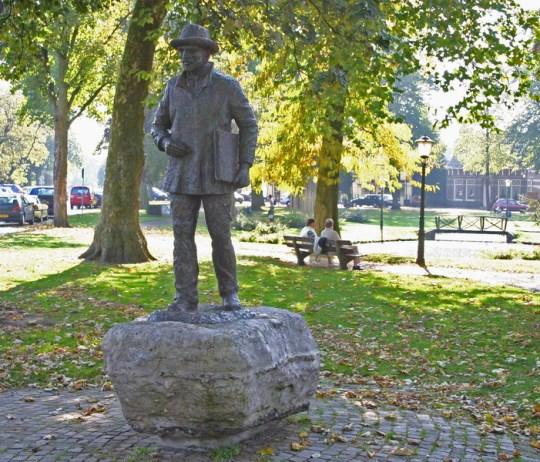 Standbeeld van Vincent van Gogh in Nuenen