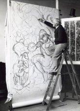 Matthieu Wiegman aan het werk voor het raam van de Valeriuskliniek Amsterdam