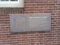 Bruin bord Hofje van mevrouv van Aerden Foto: De Erfgoedstem