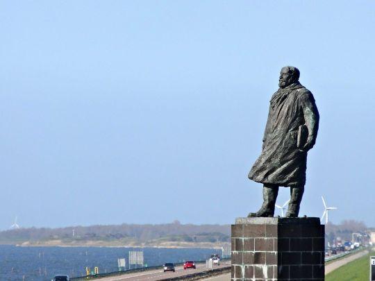 Standbeeld van Lely op de Afsluitdijk