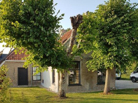 Boerderij aan de Swanneblom 2 in Burgum