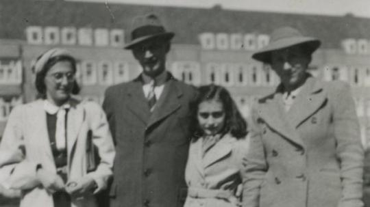 Familie Frank aan het Merwedeplein in Amsterdam in 1941
