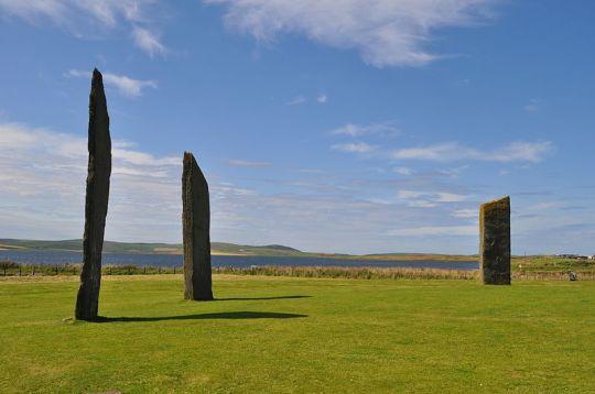 De Stones of Stenness op één van de Orkney-eilanden in Schotland