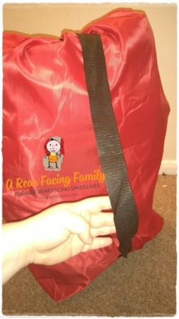 The shoulder strap for easy transporting.