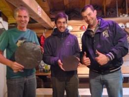 Günther und Philip haben ein fertiges Produkt und Raphi zwei kaputte Daumen.