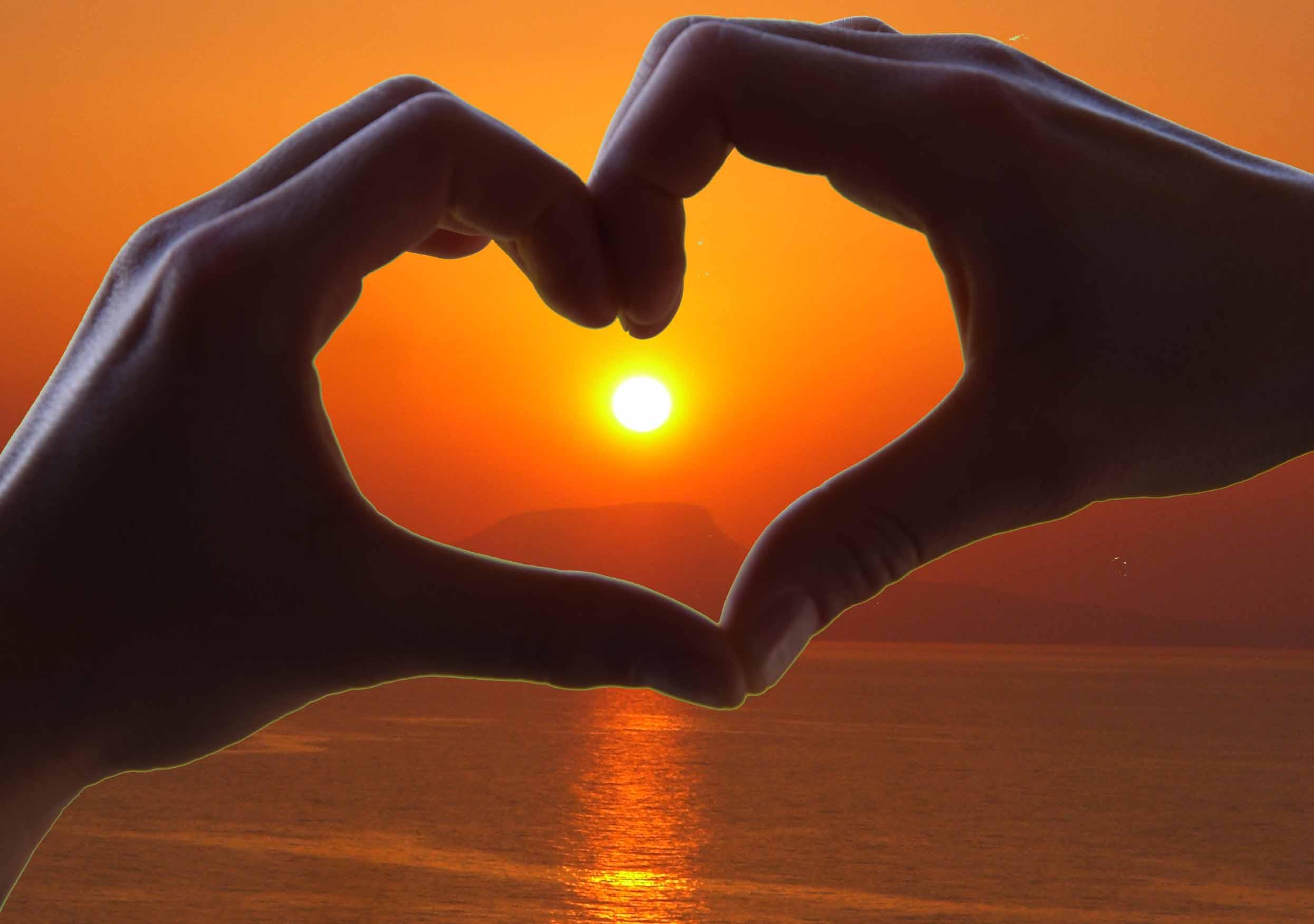 Hände Herz Sonnenuntergang - erfülltes Leben