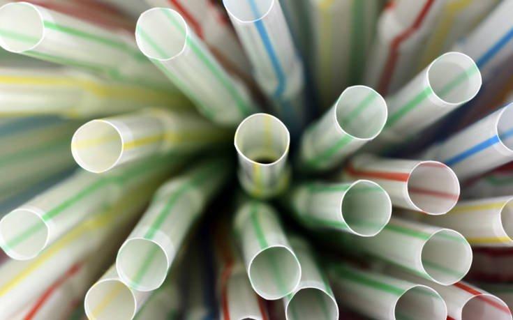 Αυτά είναι τα πλαστικά μιας χρήσης που θα καταργηθούν από τον Ιούλιο του 2021