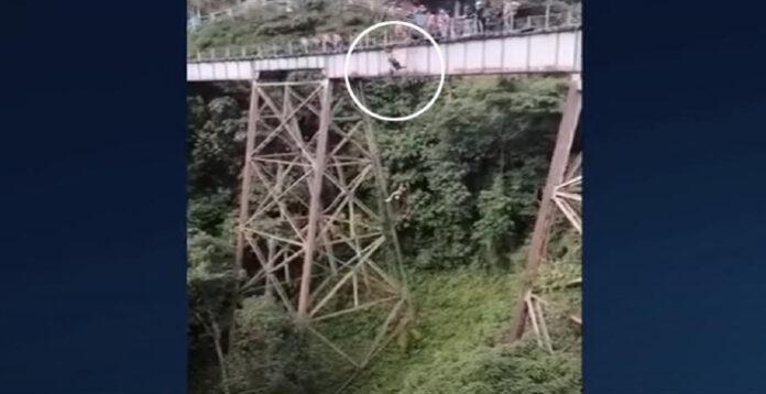 Τραγωδία σε bungee jumping: 25χρονη πήδηξε χωρίς να είναι δεμένη (video)