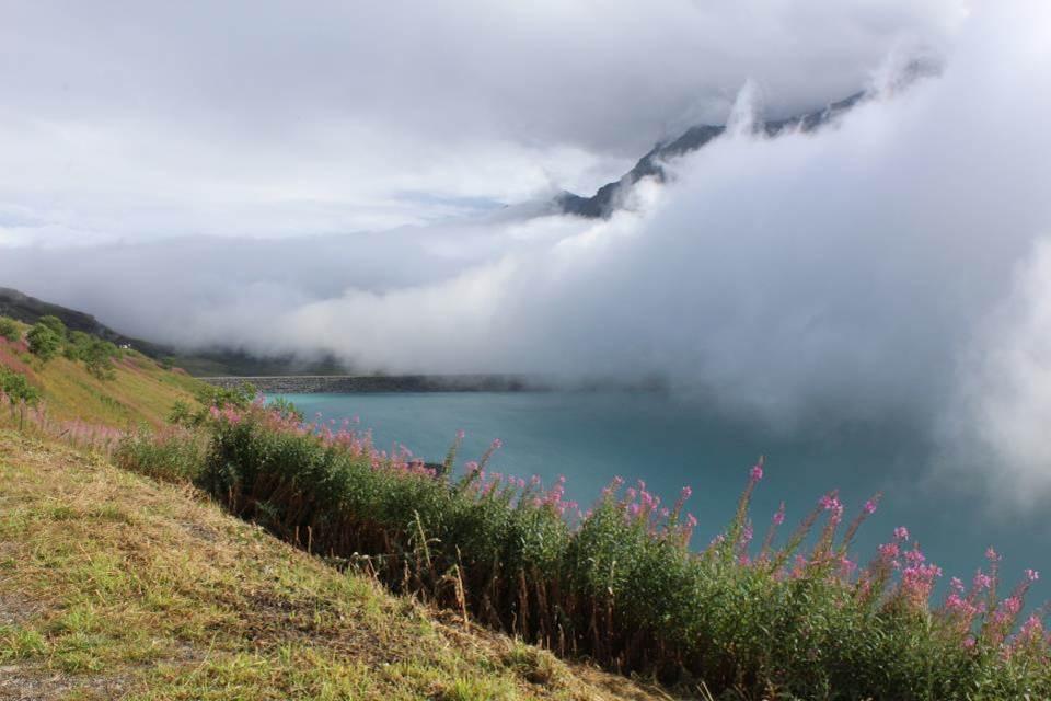Lac du Mont Cenis sous le brouillard