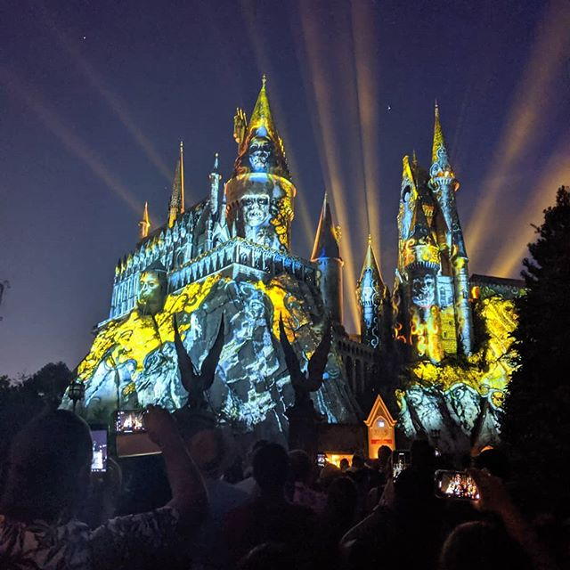 Light show at Hogwarts to close out the day at Universal