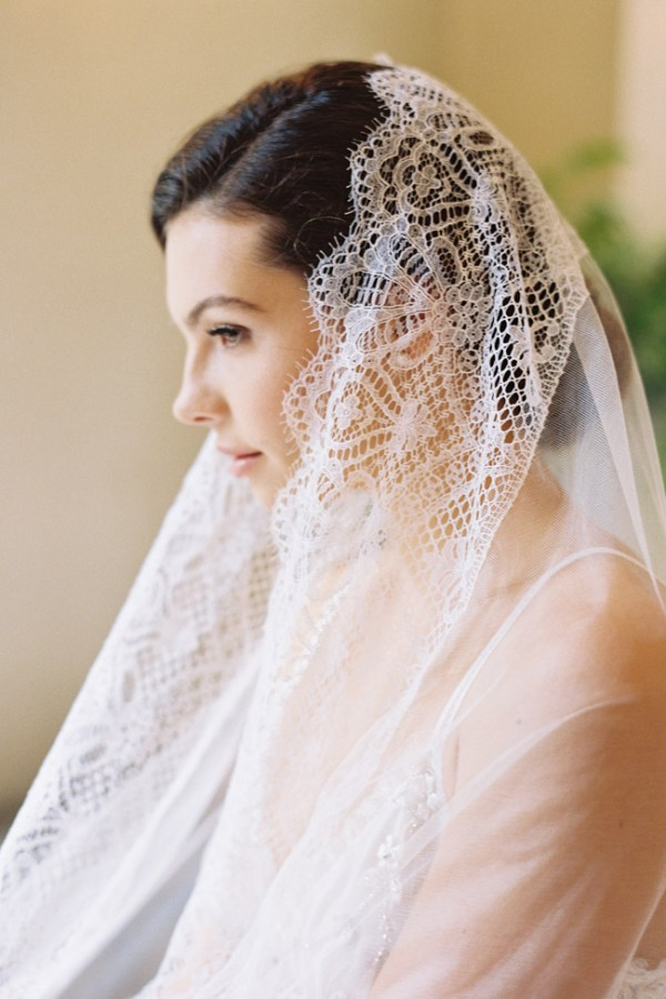 DAPHNE SILK TULLE CHANTILLY LACE VEIL