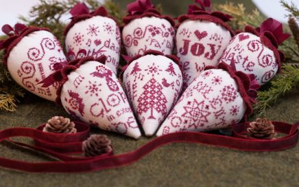 The Caroling Berries | Original counted thread designs by Linda Stolz for Erica Michaels Designs | EricaMichaels.com