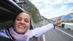 adventuresome woman travels after using cinnamon essential oil