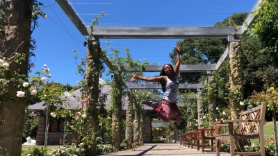 wellness blogger Erica Rascon at Royal Botanic Gardens Sydney