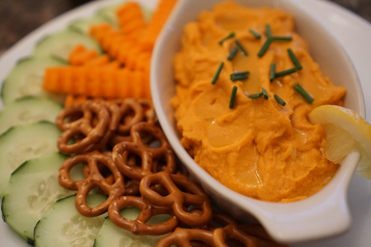 Roasted Red Pepper Hummus © 2018 ericarobbin.com | All rights reserved.