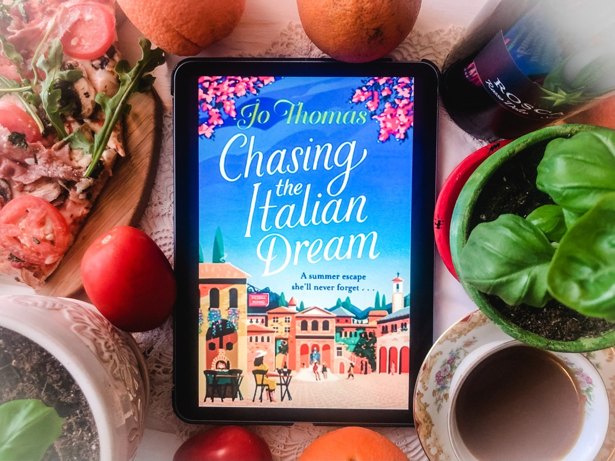 Chasing the Italian Dream by Jo Thomas | Erica Robbin