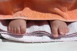 baby-feet-1-1208788-m