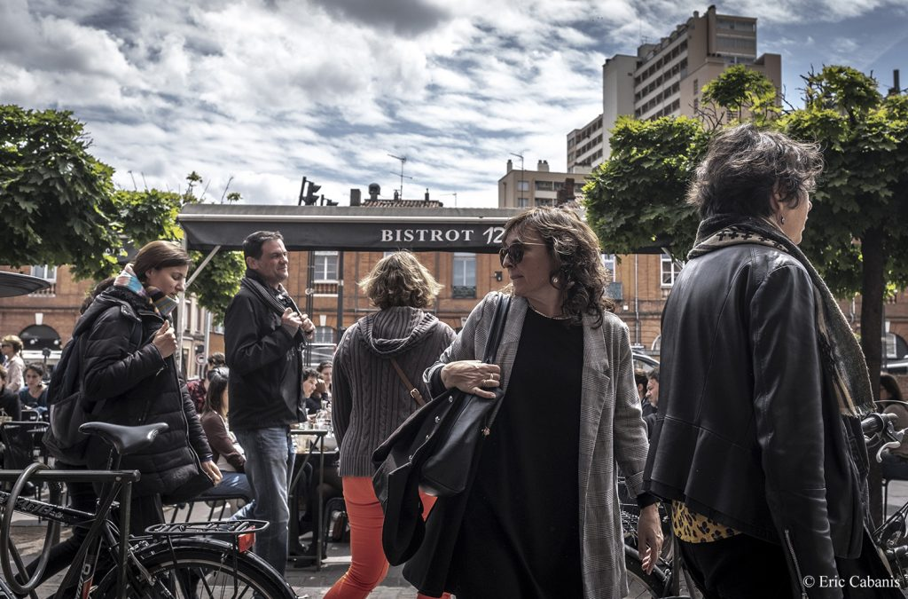 Sur une place dans le centre ville de Toulouse en mars 2019 On a square in downtown Toulouse in March 2019 Photojournalism Streetphotography Eric Cabanis
