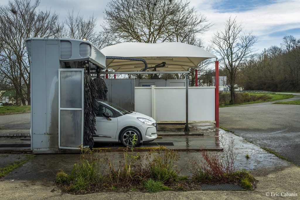 Automatic car wash near Toulouse in December 2019