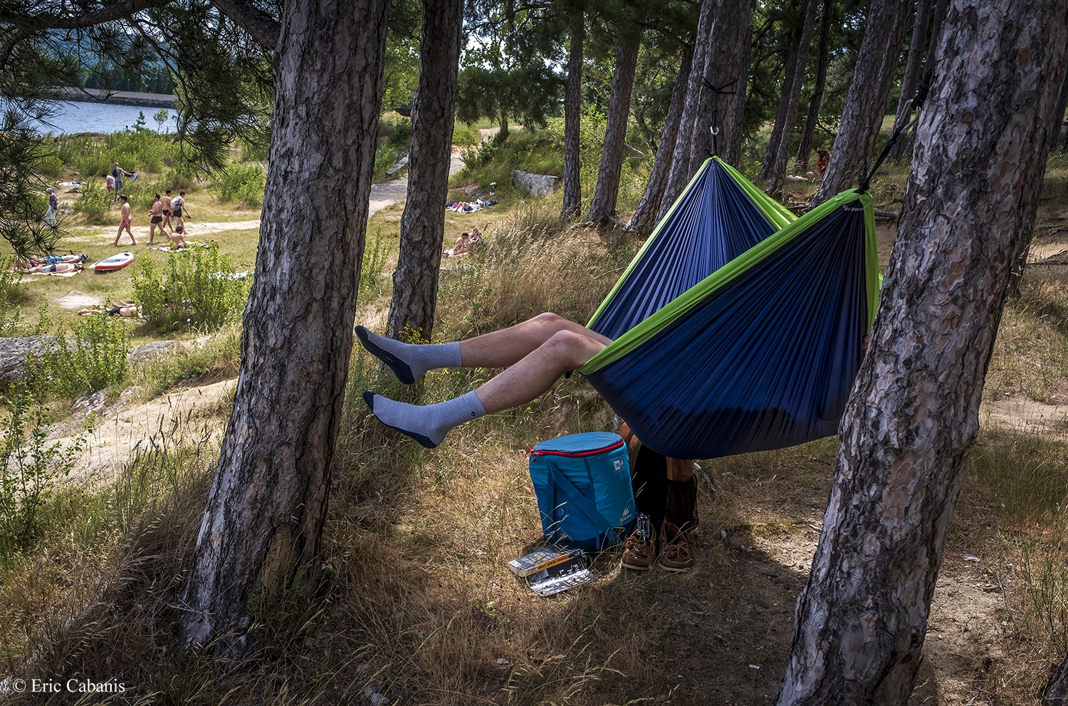 In the woods surrounding Lake Saint-Ferréol in the south of France, a man rests in his hammock in June 2019.Photojournalism Streetphotography Eric Cabanis