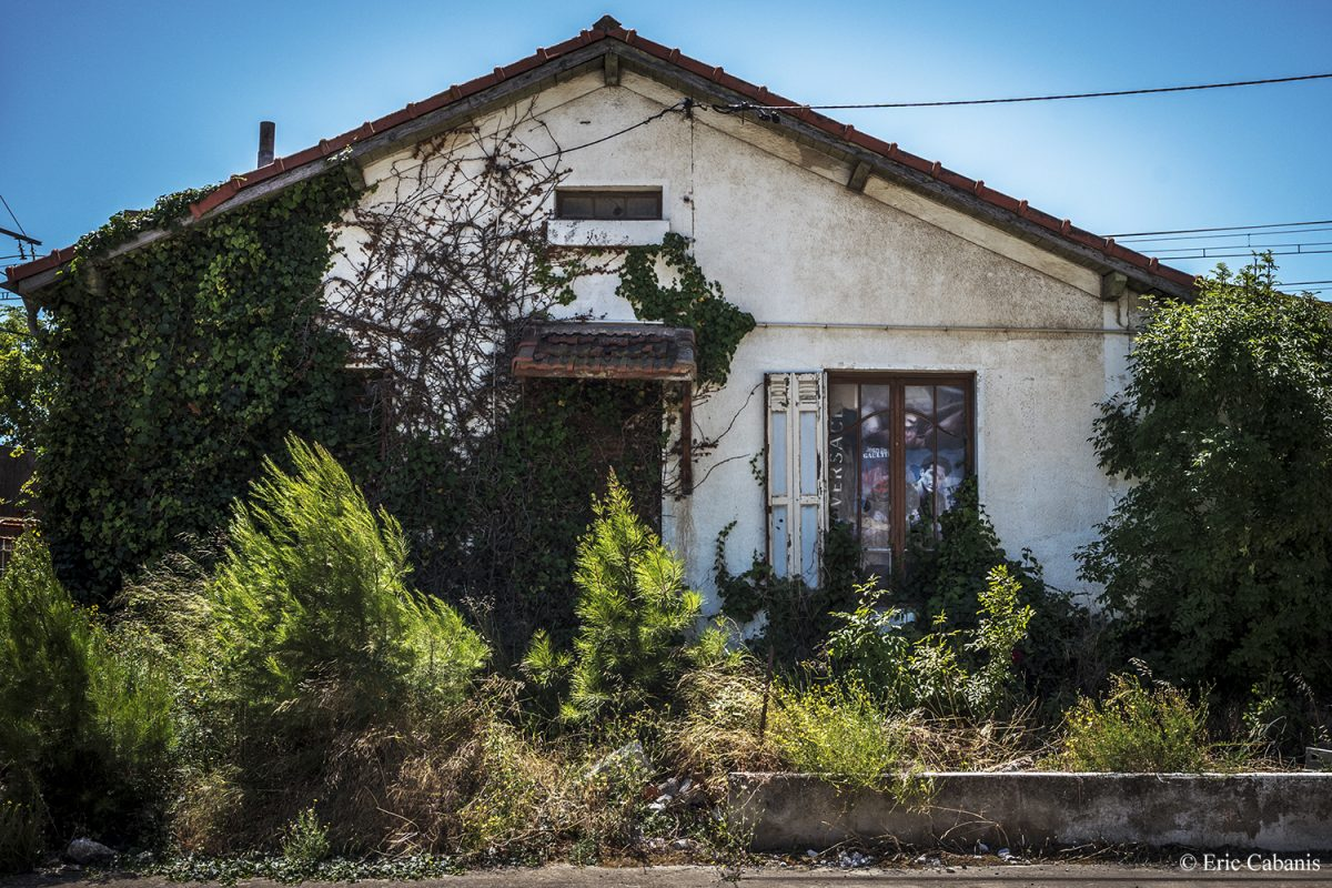 Deserted house at Capendu on the former Route nationale 113, 5 juillet 2020 Eric Cabanis Photojournaliste