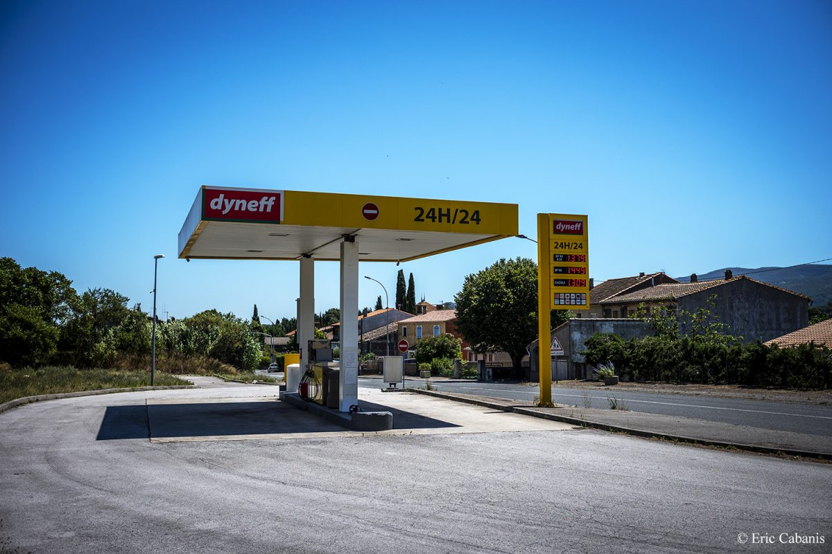 Station-service sur l'ancienne Route nationale 113 à Capendu, Aude, 5 juillet 2020 Petrol station on the old National Road 113 in Capendu, Aude, 5 July 2020 Eric Cabanis Photojournalist