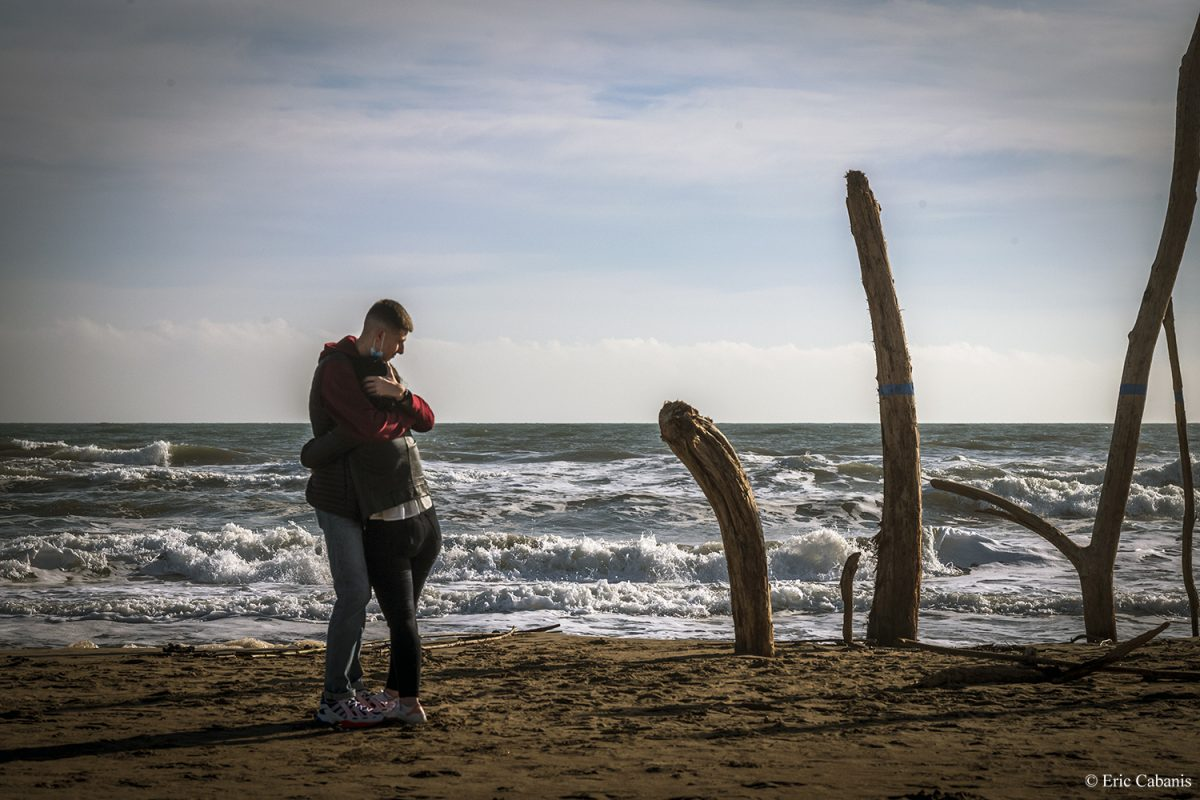 Lovers on the Winter Beach in Narbonne-Plage, December 19, 2020 Eric Cabanis Photographer