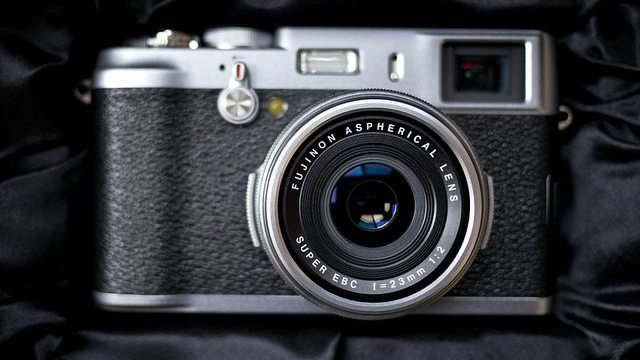 The Poor Man's Leica: Fujifilm FinePix X100 Sample Photos, Unboxing, and Review