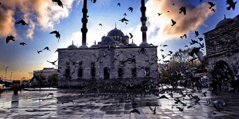 Escape to the Colorful and Exotic Streets of Istanbul: Street Photography 101 Workshop with Eric Kim, Charlie Kirk, and Andrew Kochanowski