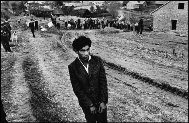 Josef Koudelka : CZECHOSLOVAKIA. 1963. Slovakia. Jarabina. Reconstruction of a homicide.
