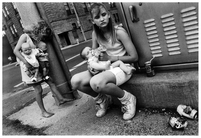 mary-ellen-mark-street-photography-jennifer-tiffany-and-carrieportsmouth-ohio-1989