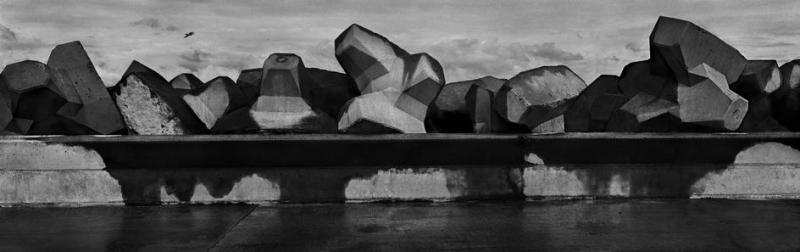 Josef Koudelka / Magnum Photos : FRANCE. Region of Nord-Pas-de-Calais. City of Calais. The new harbour. Dyke. 1989.