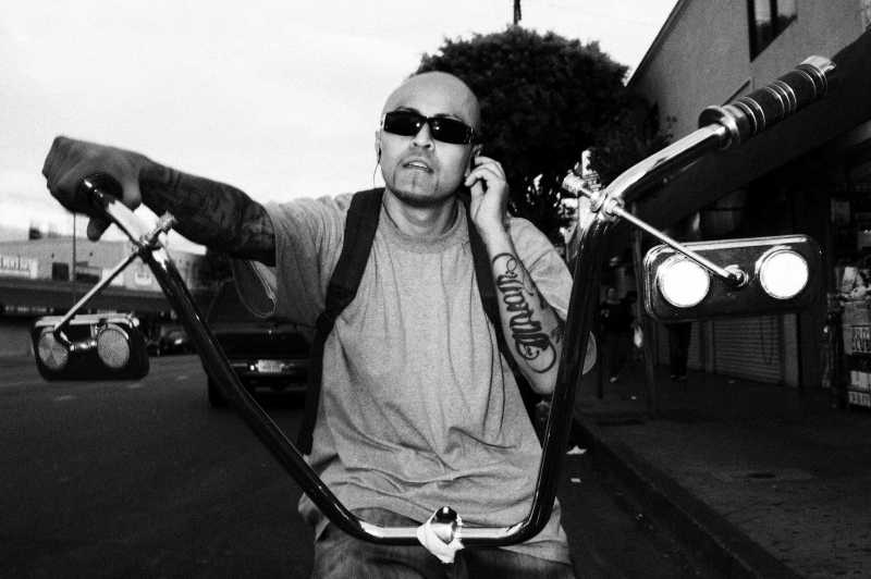 eric-kim-street-photography-black-and-white-3-lowrider-downtownla