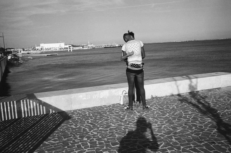 eric-kim-street-photography-europe-2015-trix1600-leica-35mm-black-and-white-0866