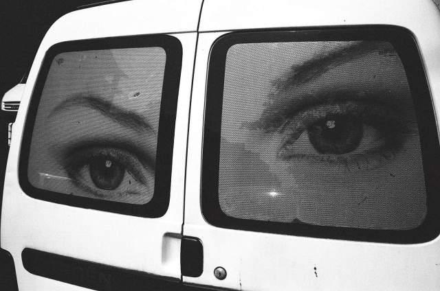 eric-kim-street-photography-europe-2015-trix1600-leica-35mm-black-and-white-1066