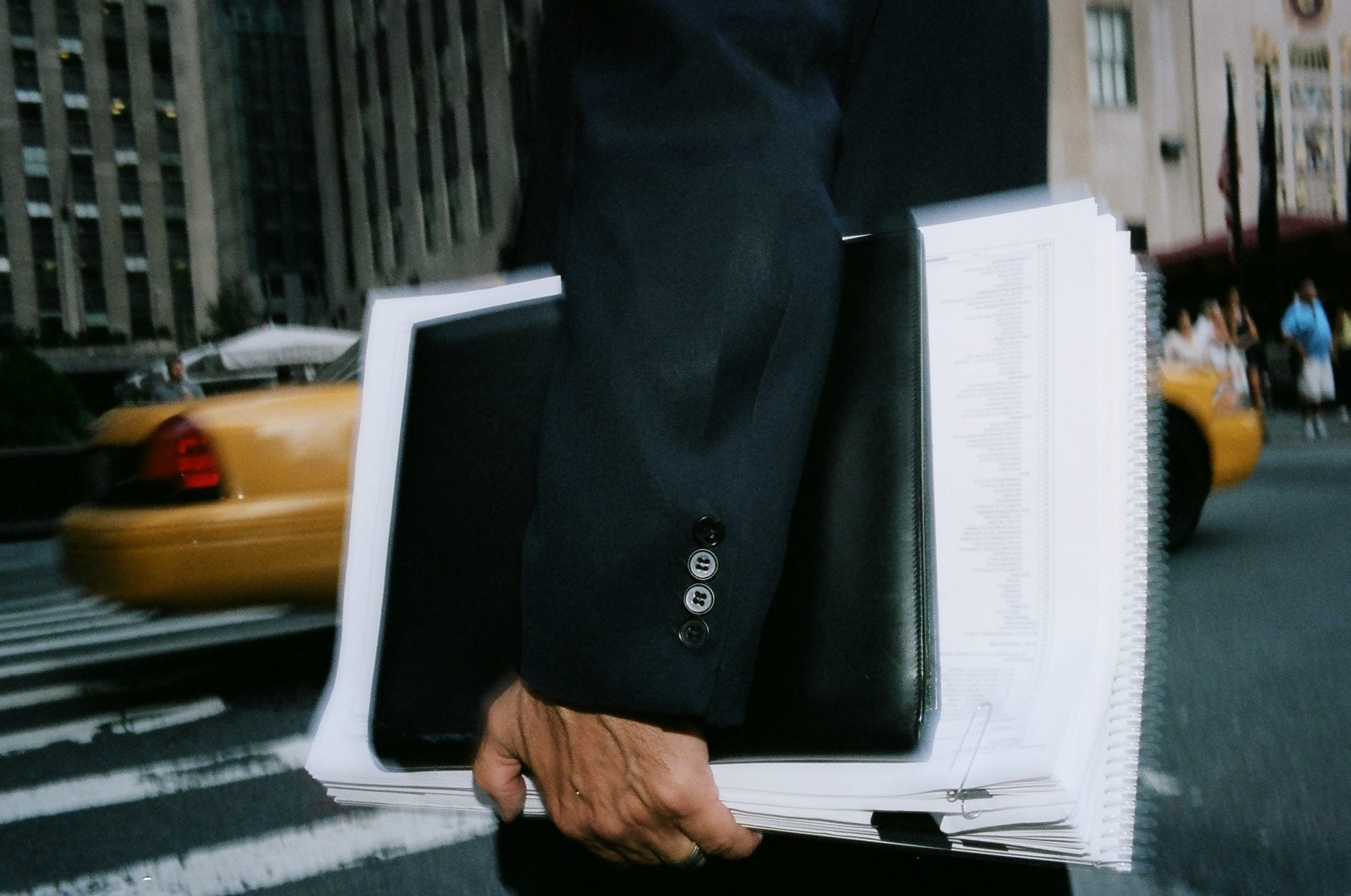 eric-kim-street-photography-suits-project-kodak-portra-400-film-10